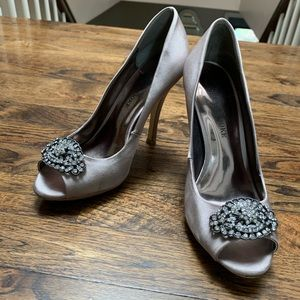 Size 7, satin peep toe with brooch, silver/grey